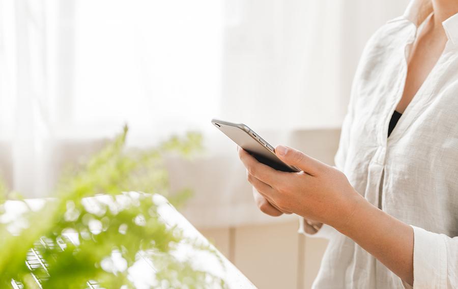 ダイナミック・コーポレーションでは、SoftBank、auの携帯端末を販売する店舗を運営しております。お客様一人ひとりに寄り添ったモバイルショップとして、これからも皆さまにご満足いただける店舗作りを行ってまいります